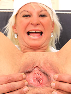 Elder amateur mom Bernadeta 51 years old in mature HD porn video