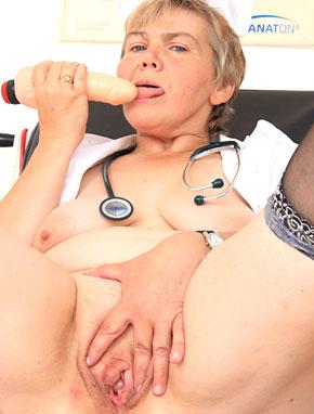 Elder amateur mom Berta 54 years old in mature HD porn video