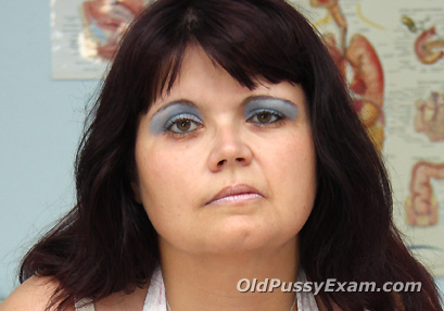Click here to see Daniela old pussy exam video