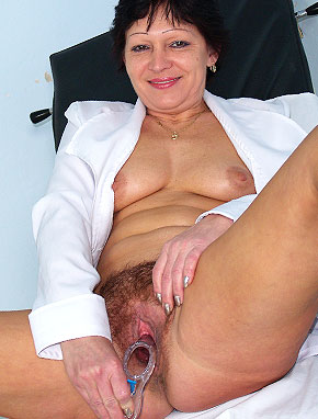 Elder amateur mom Eva 48 years old in mature HD porn video