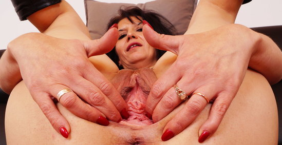 brunette, gaping, fingering, milf, mature, mom, wife, masturbation