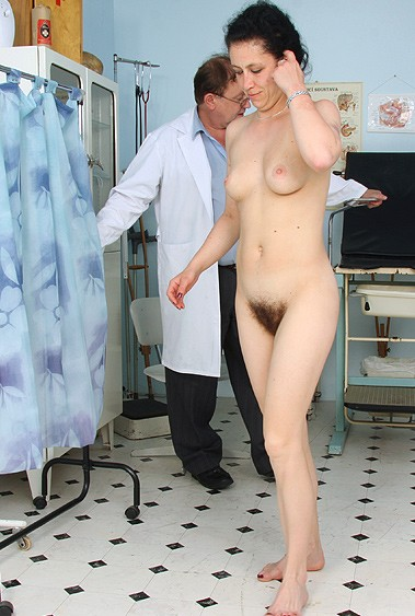 Aged woman Helena old pussy examination
