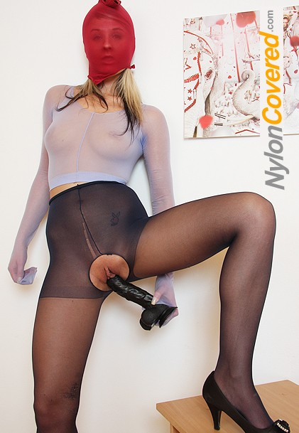 Kelly Candy nylon face and nylon tights legs fetish