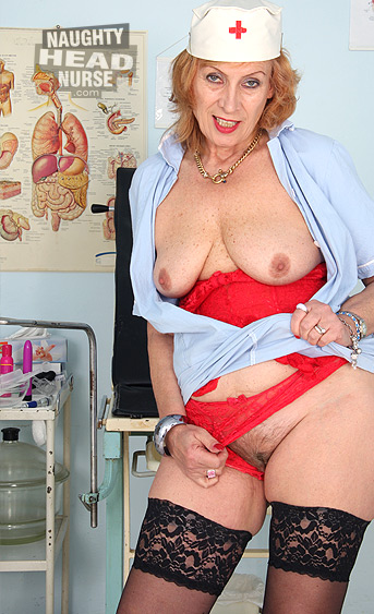 Hot older mom over 50 gots nice natural bigget tits, wears stockings and dildo-drills her aged hairy pussy