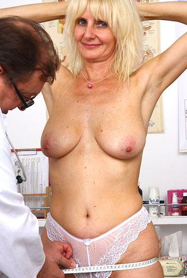 Aged woman Mia Hot old pussy examination