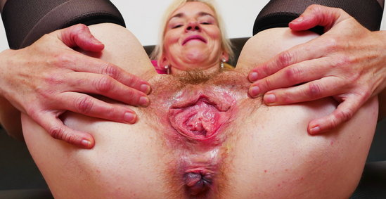 spreading, gaping, fingering, mature, mom, blonde, masturbation