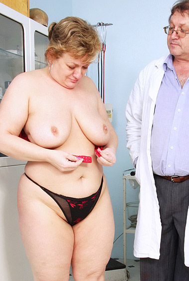 Aged woman Vilma old pussy examination