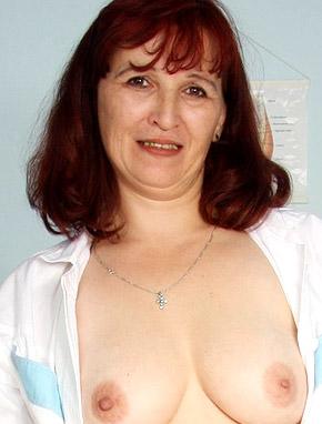 Elder amateur mom Zita 48 years old in mature HD porn video