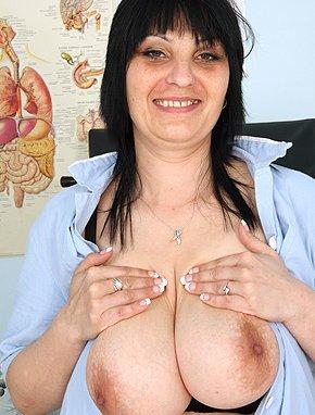 Elder amateur mom Zora 42 years old in mature HD porn video